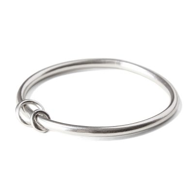 3.5mm-round-wire-bangle-with-ring-charms