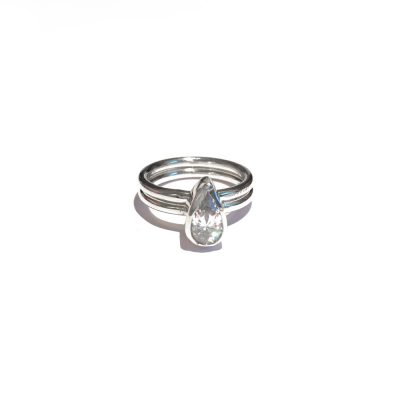 pear-diamond-with-wedidng-band